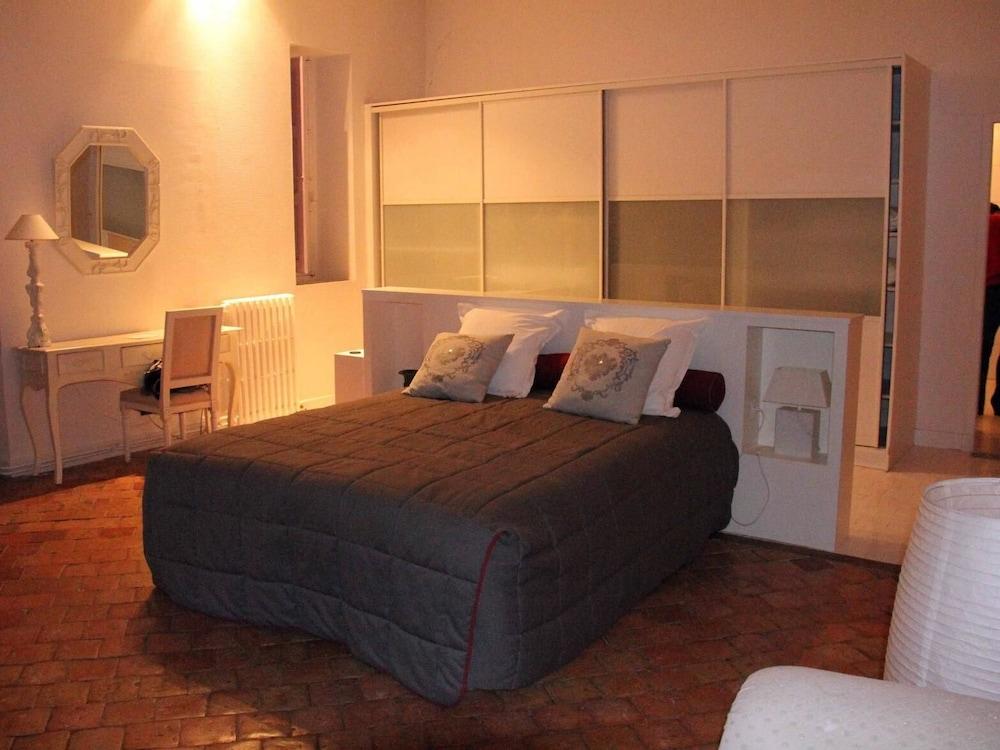 르 를레 루이스 XI(Le Relais Louis XI) Hotel Image 15 - Guestroom