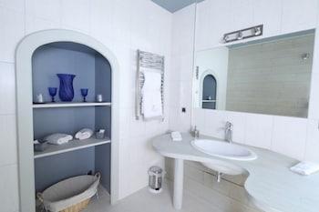 르 를레 루이스 XI(Le Relais Louis XI) Hotel Image 48 - Bathroom