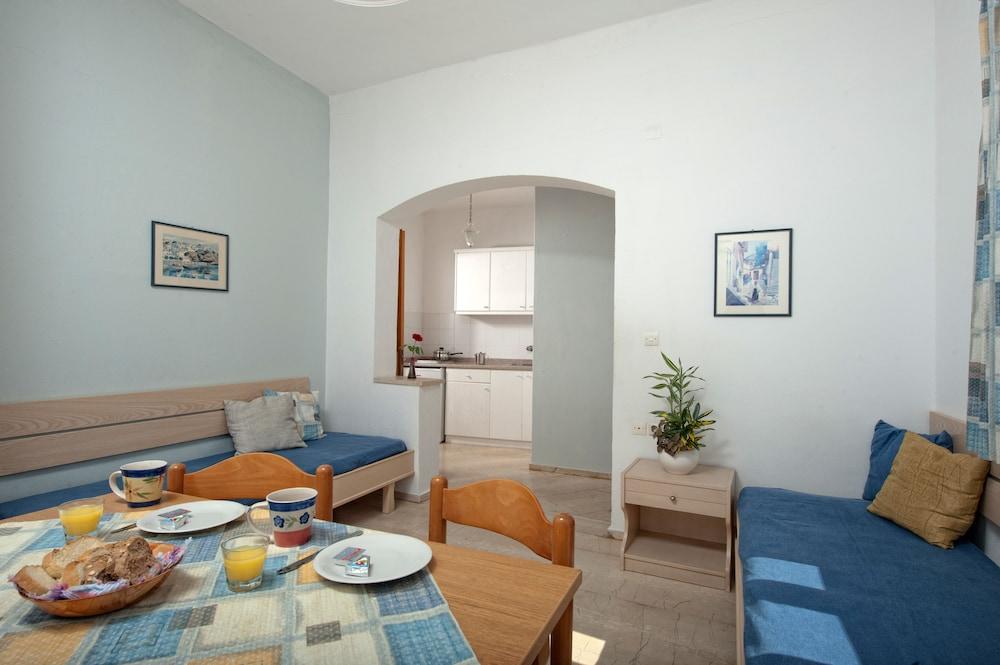 멜리사 아파트먼트(Melissa Apartments) Hotel Image 2 - Guestroom