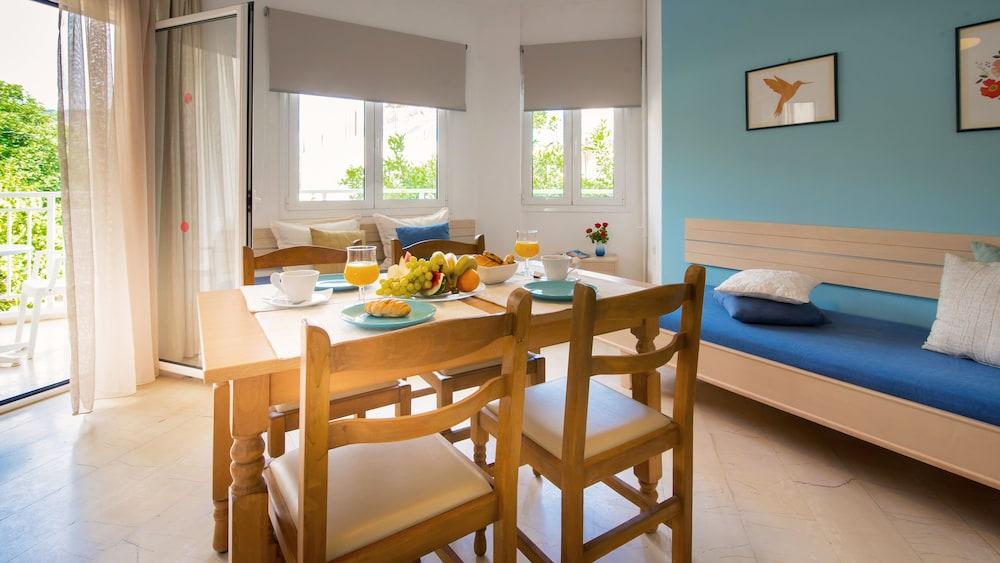 멜리사 아파트먼트(Melissa Apartments) Hotel Image 20 - In-Room Dining