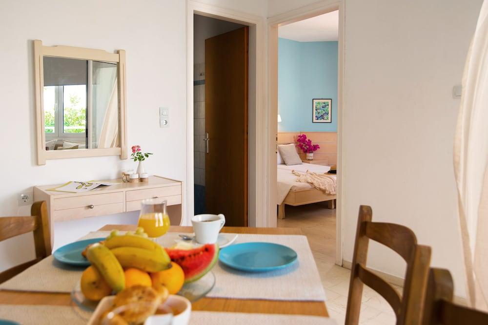 멜리사 아파트먼트(Melissa Apartments) Hotel Image 21 - In-Room Dining