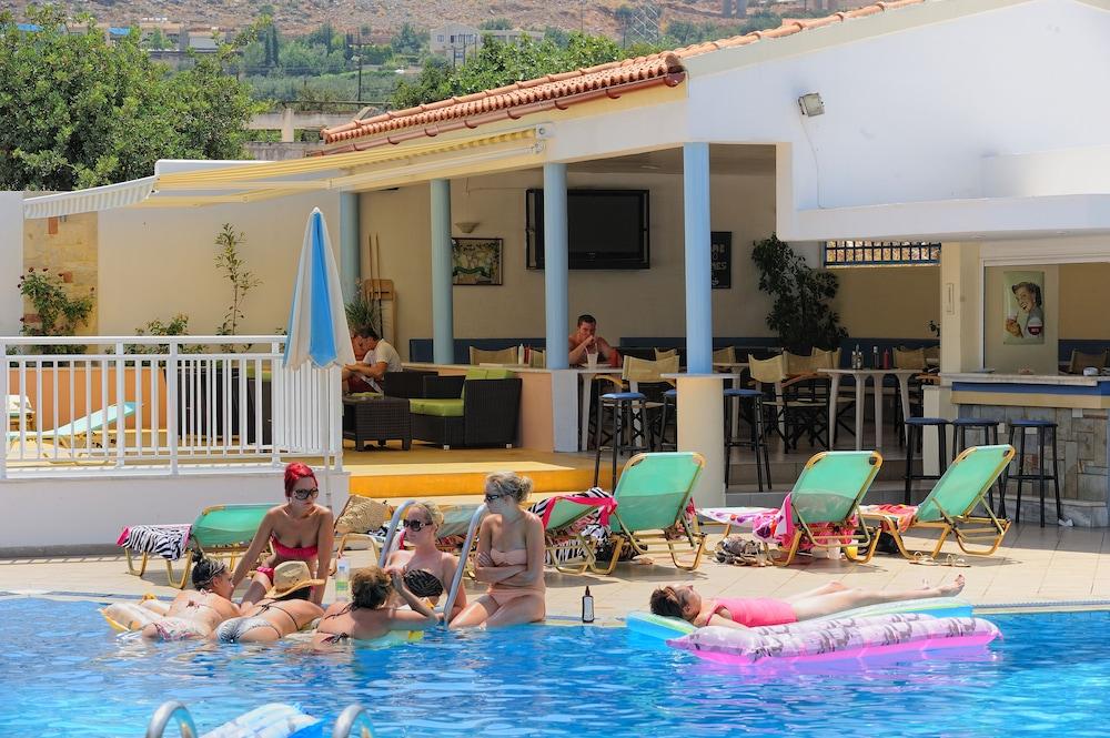 멜리사 아파트먼트(Melissa Apartments) Hotel Image 32 - Outdoor Pool
