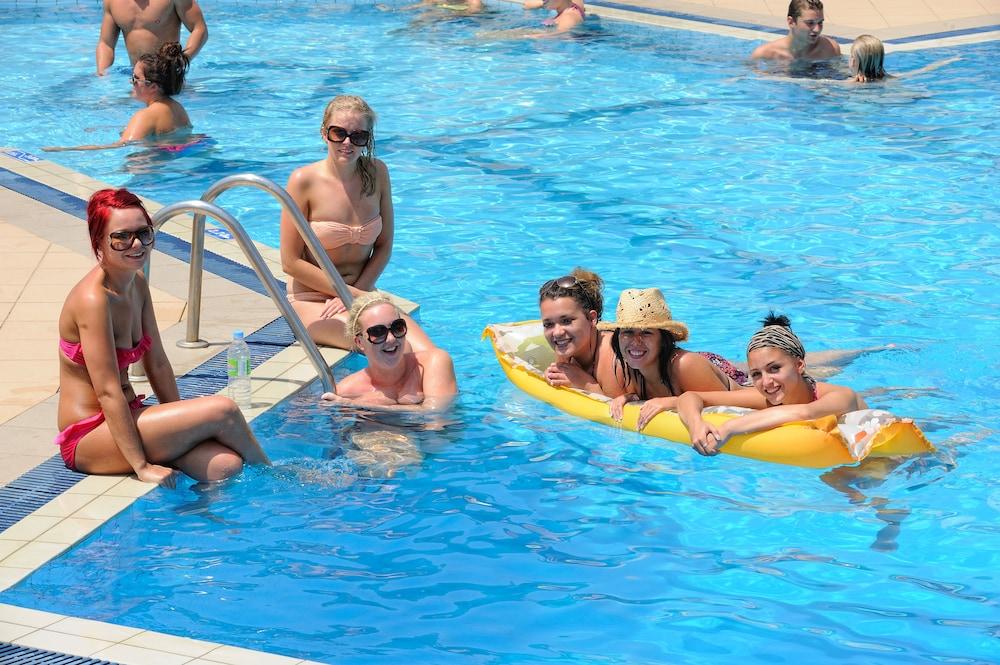 멜리사 아파트먼트(Melissa Apartments) Hotel Image 33 - Outdoor Pool
