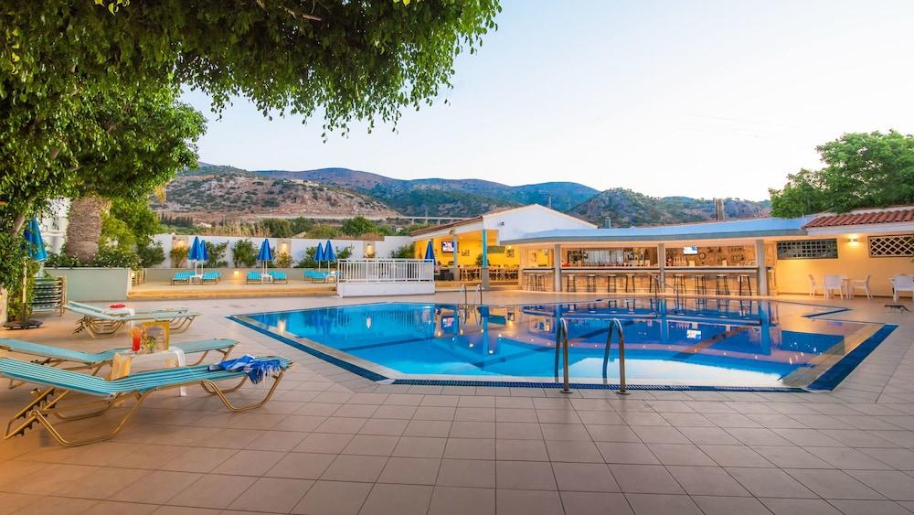 멜리사 아파트먼트(Melissa Apartments) Hotel Image 37 - Outdoor Pool