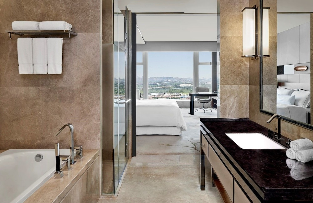 웨스틴 파조우(The Westin Pazhou) Hotel Image 32 - Bathroom