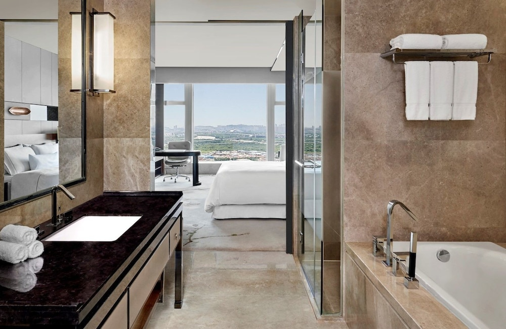 웨스틴 파조우(The Westin Pazhou) Hotel Image 33 - Bathroom