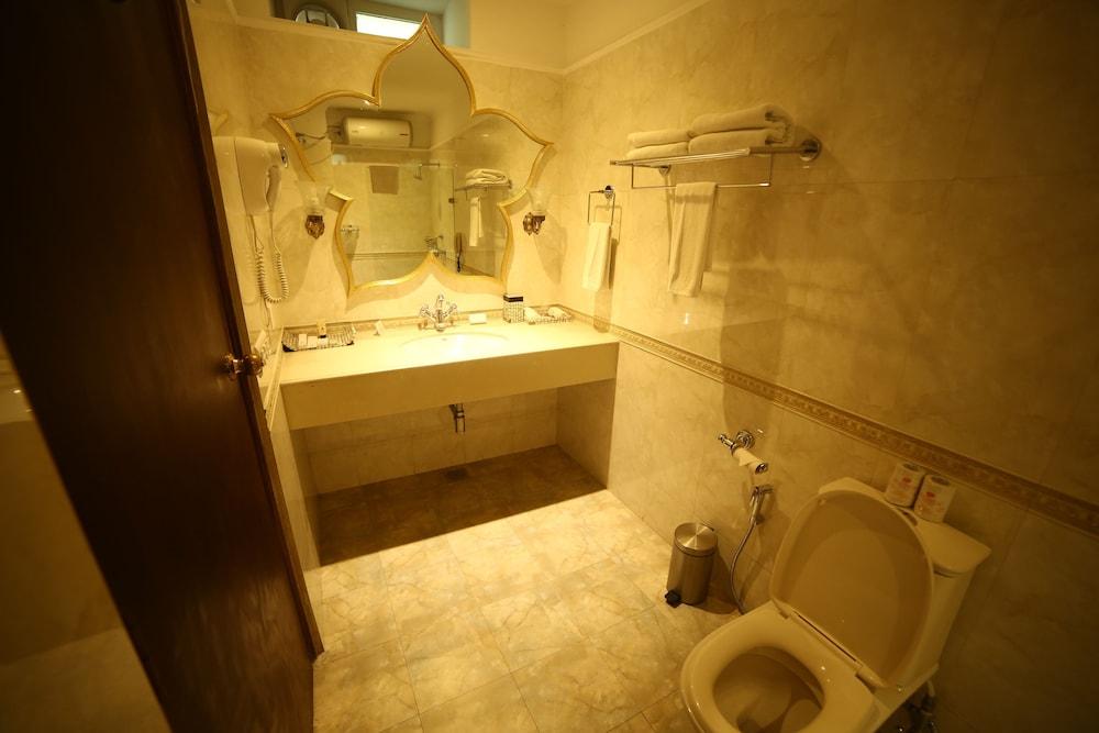 수리아우다이 하벨리 - 언 암리타라 리조트(Suryauday Haveli - An Amritara Resort) Hotel Image 8 - Bathroom