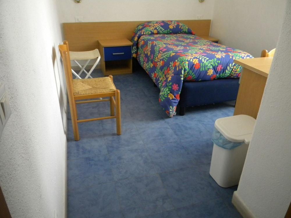 로칸다 술 마레(Locanda sul Mare) Hotel Image 4 - Guestroom