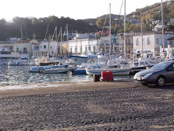로칸다 술 마레(Locanda sul Mare) Hotel Image 0 - Featured Image