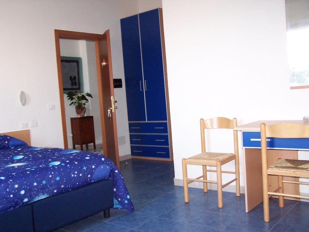 로칸다 술 마레(Locanda sul Mare) Hotel Image 9 - Guestroom