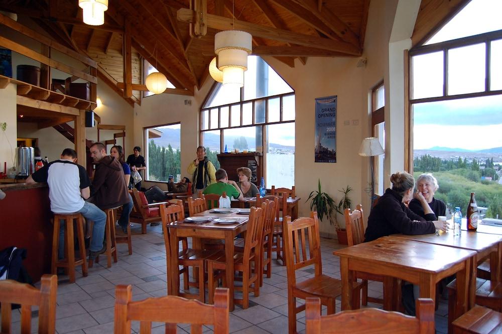 아메리카 델 수르 호스텔 엘 칼라파테(America del Sur Hostel El Calafate) Hotel Image 33 - Breakfast Area