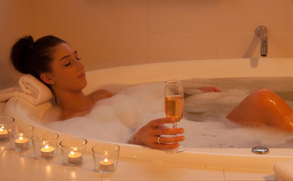 허미티지 로지(Hermitage Lodge) Hotel Image 55 - Deep Soaking Bathtub