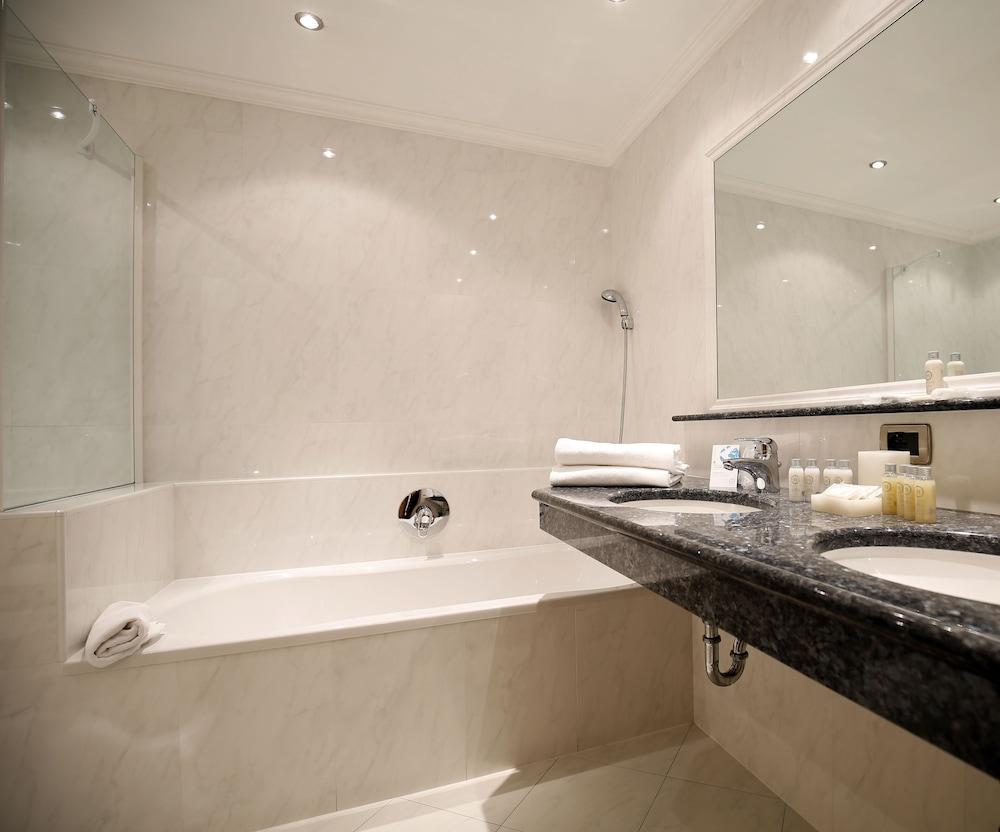 TH 코르바라 - 그라이프 호텔(TH Corvara - Greif Hotel) Hotel Image 14 - Bathroom
