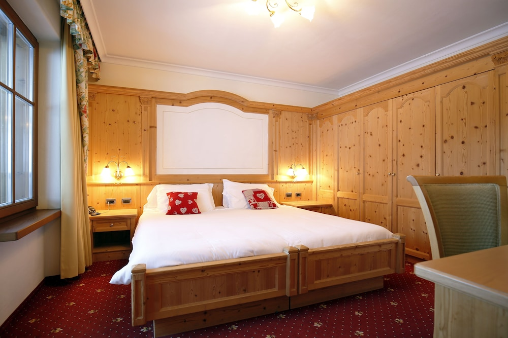 TH 코르바라 - 그라이프 호텔(TH Corvara - Greif Hotel) Hotel Image 17 - Guestroom