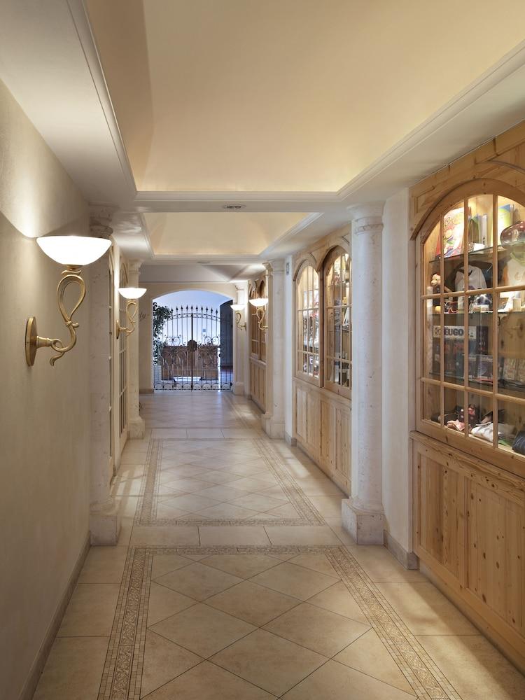 TH 코르바라 - 그라이프 호텔(TH Corvara - Greif Hotel) Hotel Image 24 - Hallway
