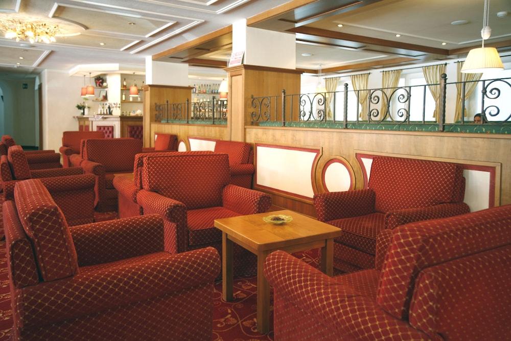 TH 코르바라 - 그라이프 호텔(TH Corvara - Greif Hotel) Hotel Image 1 - Lobby Sitting Area