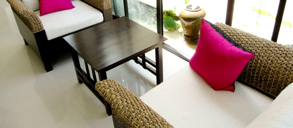 니차 후아인 호텔(Nicha Hua Hin Hotel) Hotel Image 7 - Lobby Sitting Area