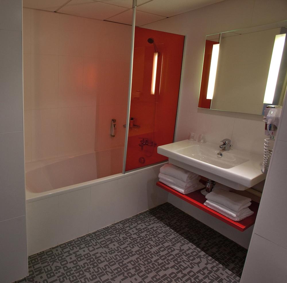 이비스 스타일스 툴루즈 시트 에스파스(ibis Styles Toulouse Cite Espace) Hotel Image 19 - Bathroom