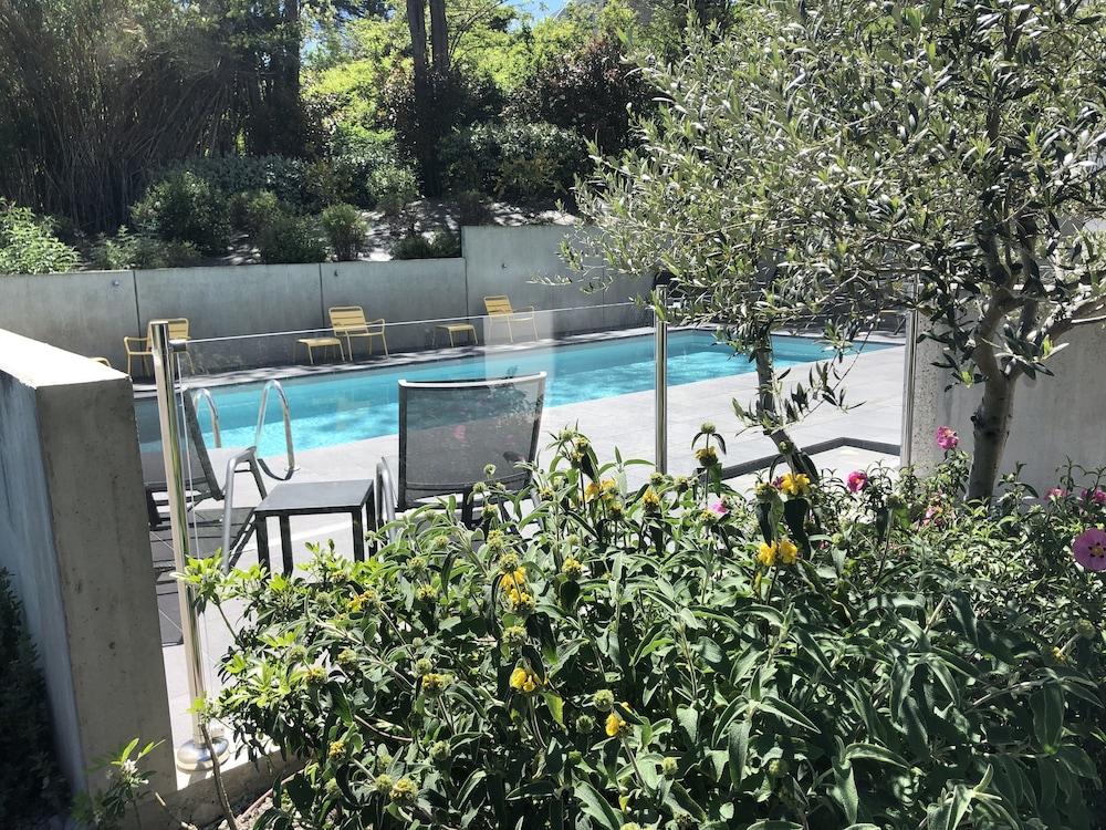 이비스 스타일스 툴루즈 시트 에스파스(ibis Styles Toulouse Cite Espace) Hotel Image 21 - Outdoor Pool