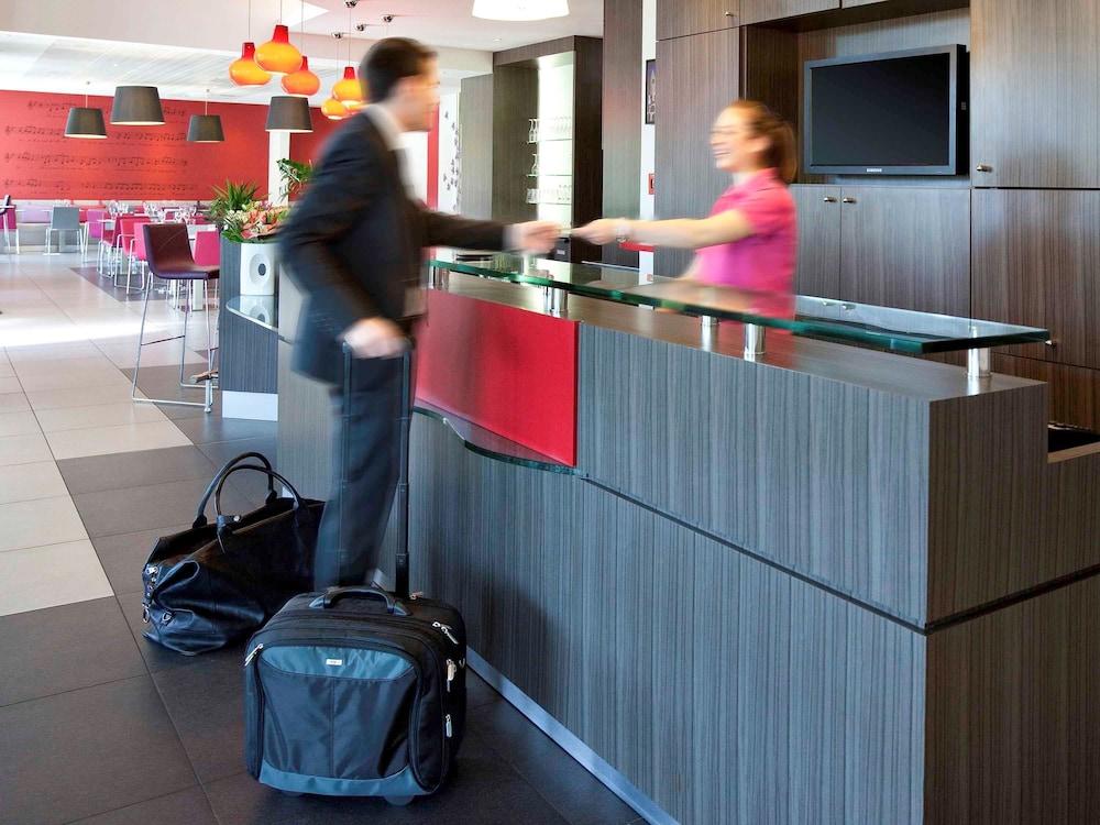 이비스 스타일스 툴루즈 시트 에스파스(ibis Styles Toulouse Cite Espace) Hotel Image 62 - Hotel Front