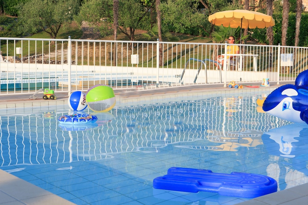 포이아노 리조트 아파트먼츠(Poiano Resort Apartments) Hotel Image 14 - Childrens Pool