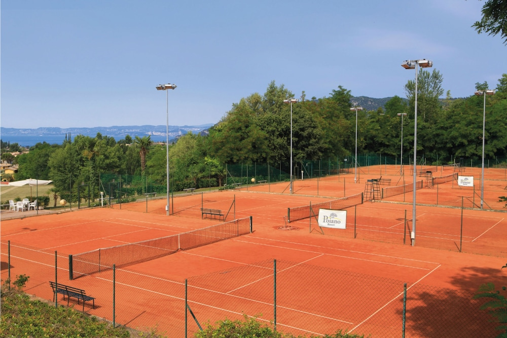 포이아노 리조트 아파트먼츠(Poiano Resort Apartments) Hotel Image 22 - Tennis Court