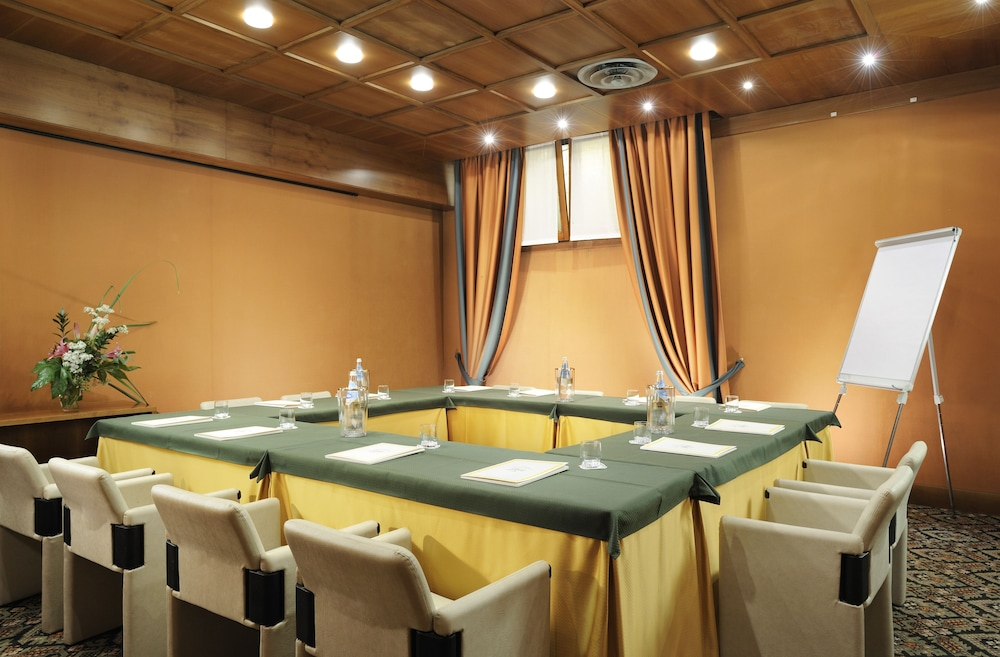 포이아노 리조트 아파트먼츠(Poiano Resort Apartments) Hotel Image 38 - Meeting Facility