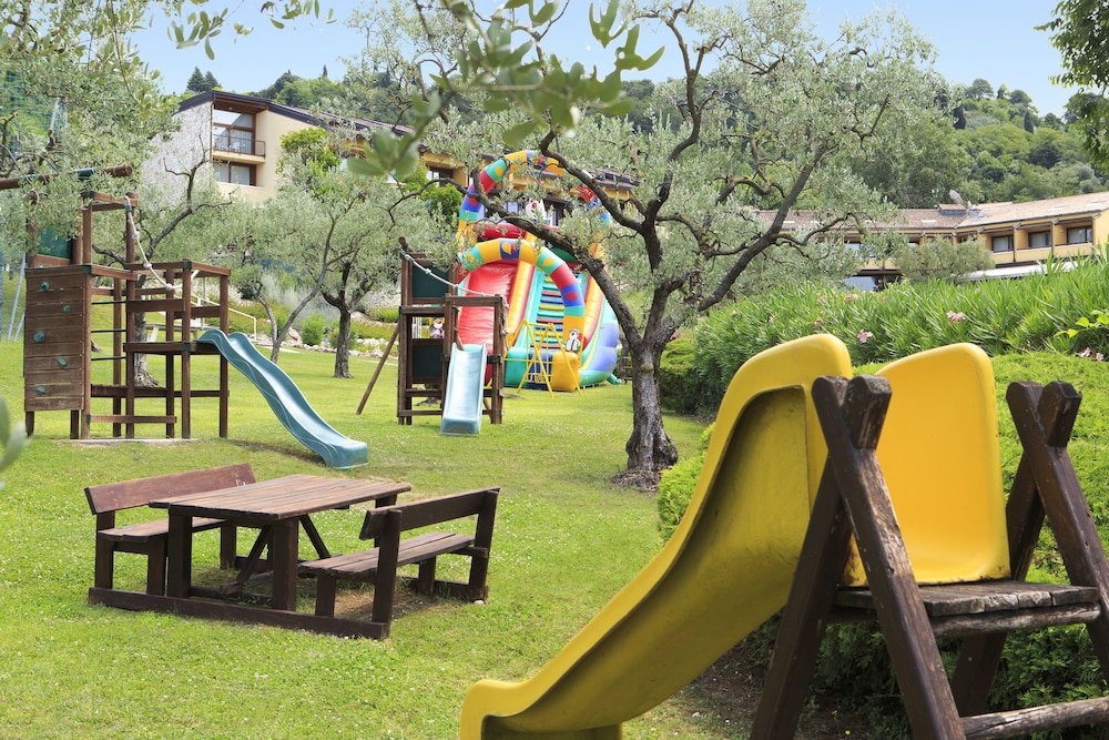 포이아노 리조트 아파트먼츠(Poiano Resort Apartments) Hotel Image 27 - Childrens Play Area - Outdoor