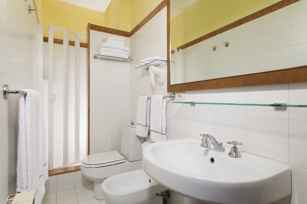 포이아노 리조트 아파트먼츠(Poiano Resort Apartments) Hotel Image 10 - Bathroom
