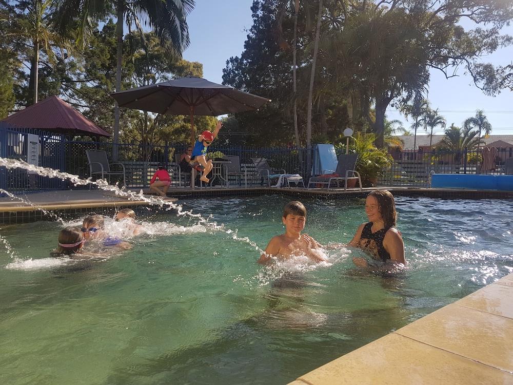 레인보우 겟어웨이 홀리데이 아파트먼트(Rainbow Getaway Holiday Apartments) Hotel Image 1 - Pool