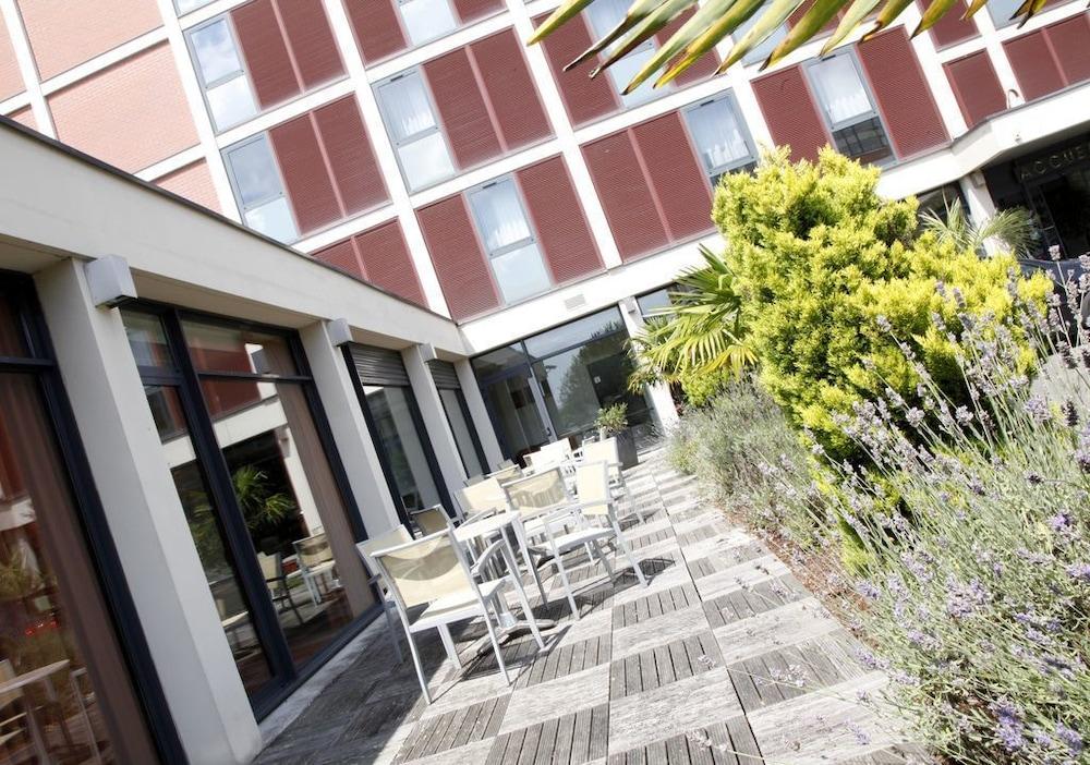 브릿 호텔 두 스타드(Brit Hotel Du Stade) Hotel Image 27 - Terrace/Patio