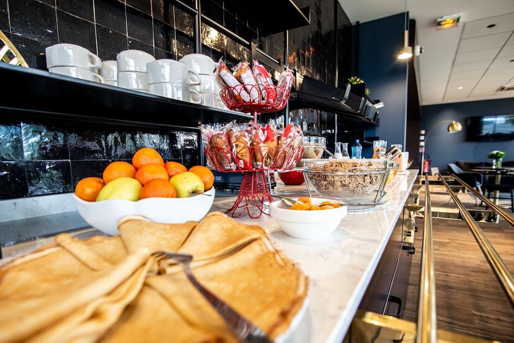 브릿 호텔 두 스타드(Brit Hotel Du Stade) Hotel Image 20 - Breakfast buffet