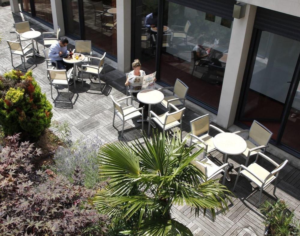 브릿 호텔 두 스타드(Brit Hotel Du Stade) Hotel Image 28 - Terrace/Patio