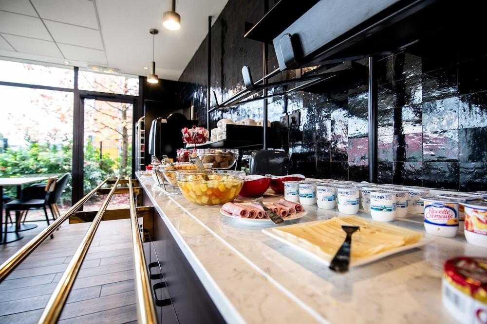 브릿 호텔 두 스타드(Brit Hotel Du Stade) Hotel Image 21 - Breakfast buffet