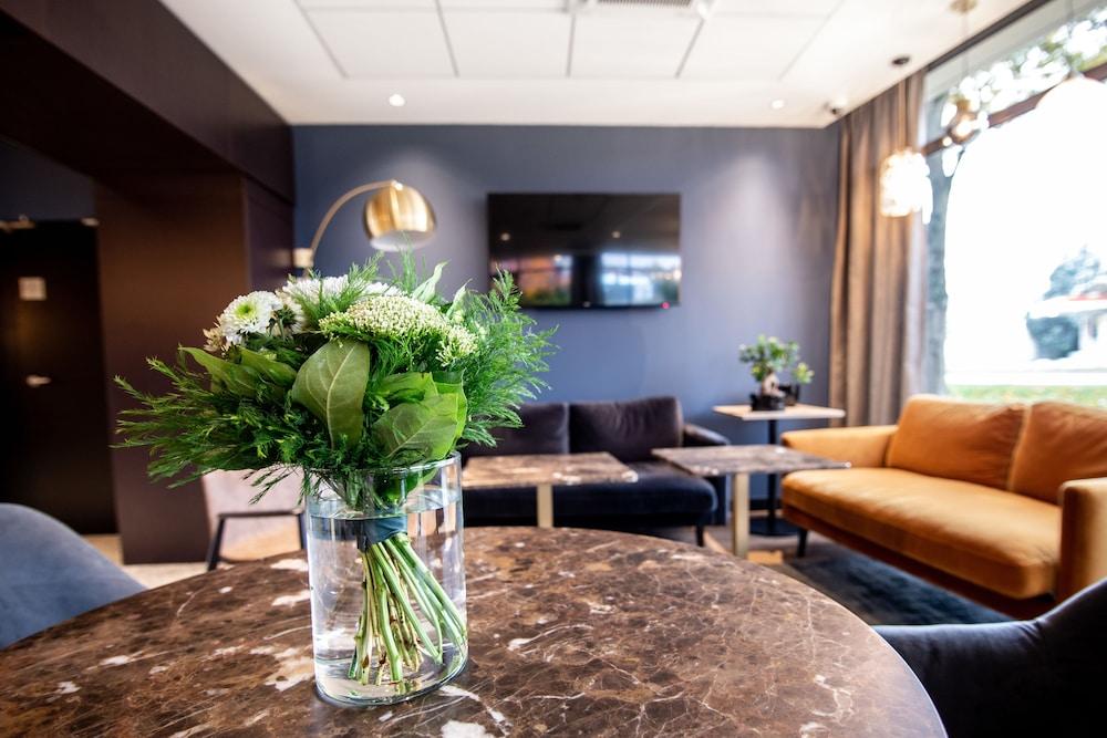브릿 호텔 두 스타드(Brit Hotel Du Stade) Hotel Image 5 - Lobby Sitting Area