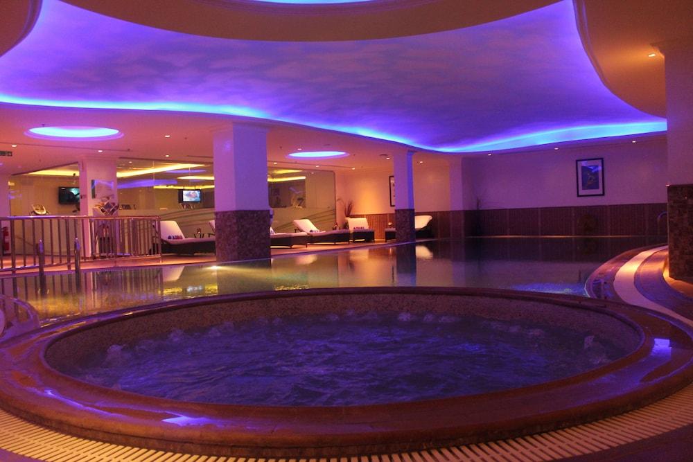 더블트리 바이 힐튼 호텔 다란(DoubleTree by Hilton Hotel Dhahran) Hotel Image 19 - Indoor Spa Tub