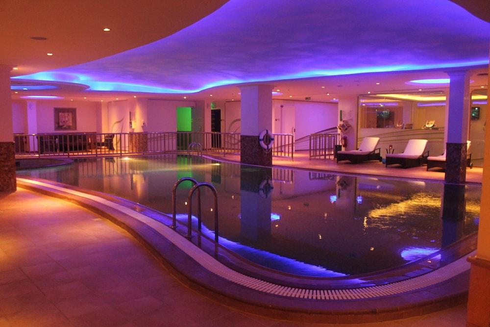 더블트리 바이 힐튼 호텔 다란(DoubleTree by Hilton Hotel Dhahran) Hotel Image 18 - Indoor Pool