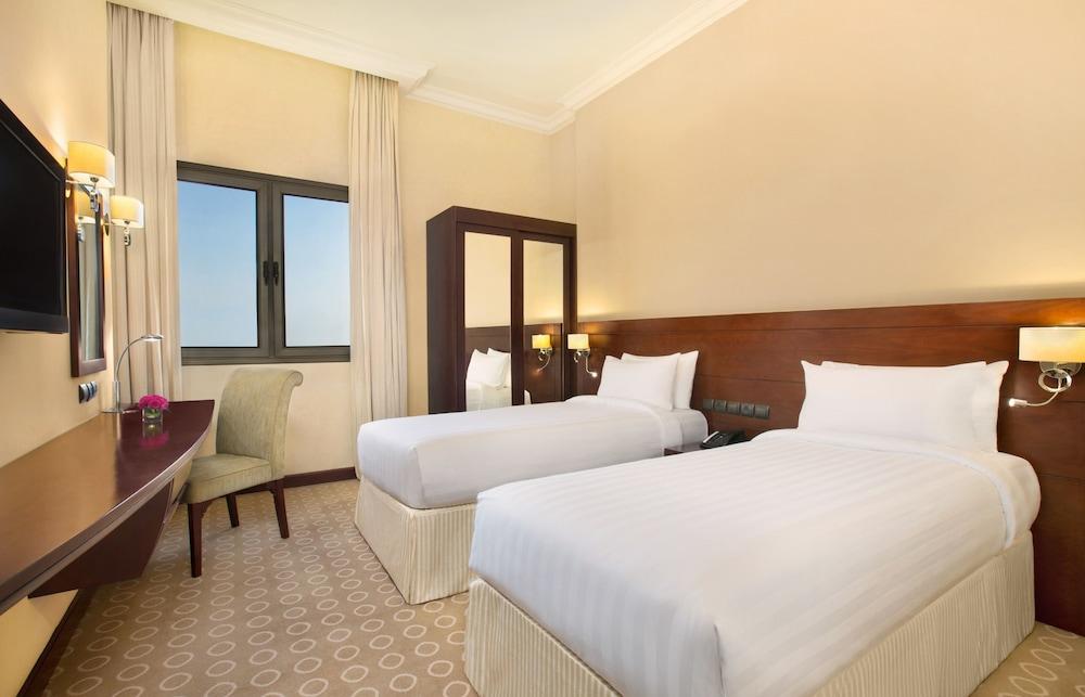 더블트리 바이 힐튼 호텔 다란(DoubleTree by Hilton Hotel Dhahran) Hotel Image 9 - Guestroom