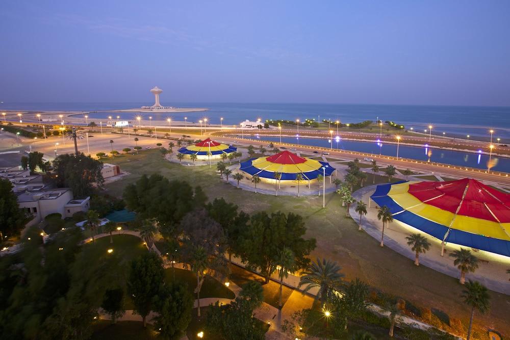더블트리 바이 힐튼 호텔 다란(DoubleTree by Hilton Hotel Dhahran) Hotel Image 16 - Guestroom View