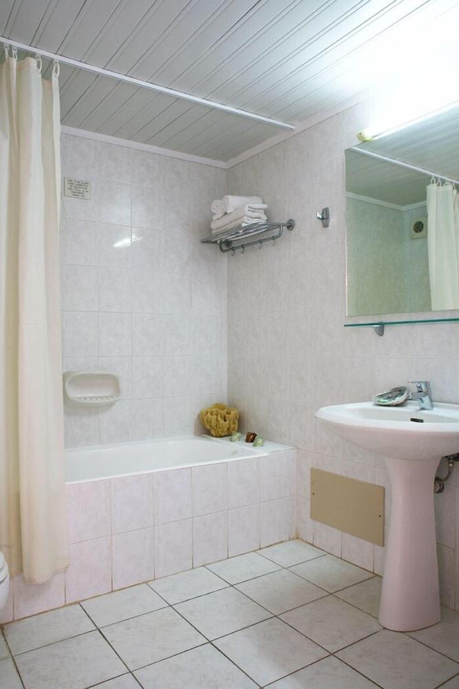 라타니아 아파트먼트(Latania Apartments) Hotel Image 13 - Bathroom