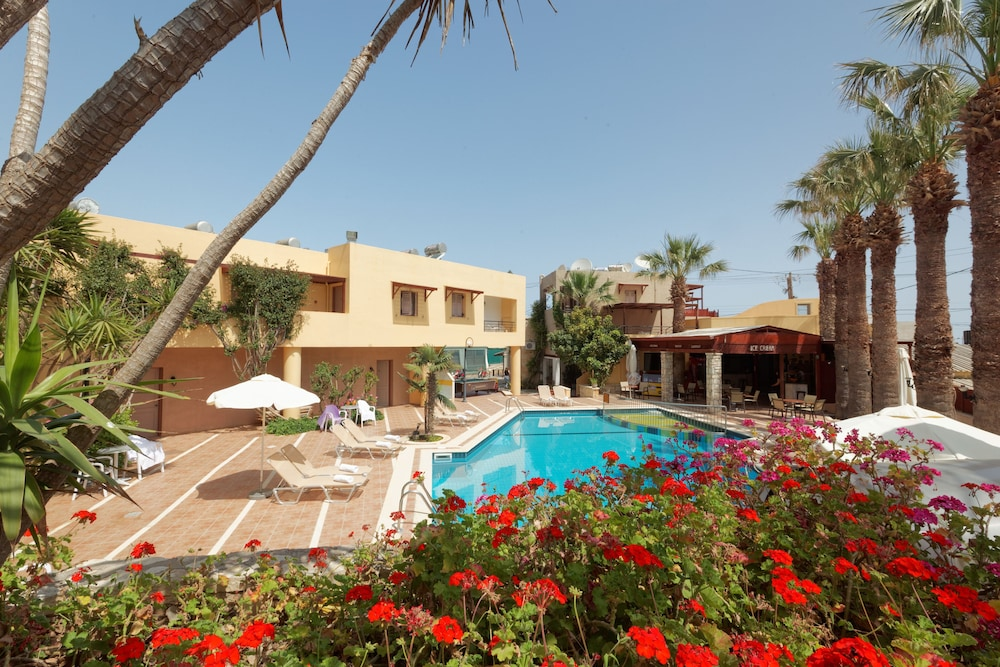 라타니아 아파트먼트(Latania Apartments) Hotel Image 20 - Outdoor Pool