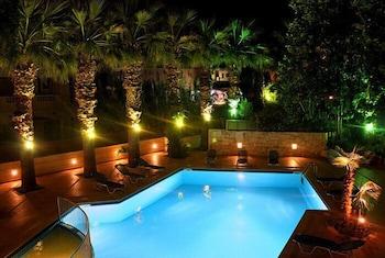 라타니아 아파트먼트(Latania Apartments) Hotel Image 15 - Outdoor Pool