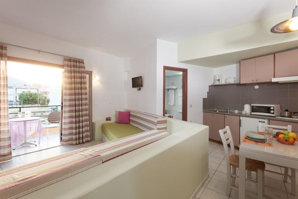 라타니아 아파트먼트(Latania Apartments) Hotel Image 10 - In-Room Kitchen