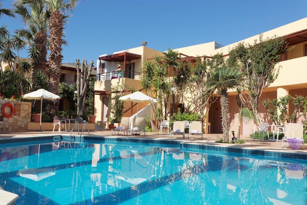 라타니아 아파트먼트(Latania Apartments) Hotel Image 18 - Outdoor Pool