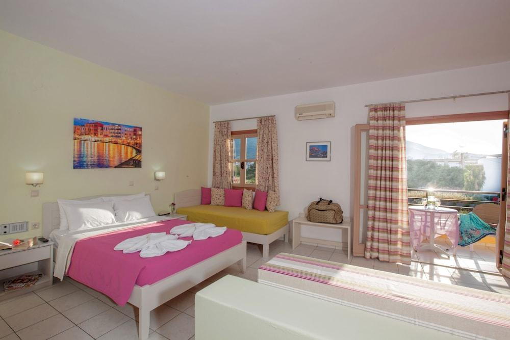 라타니아 아파트먼트(Latania Apartments) Hotel Image 6 - Guestroom