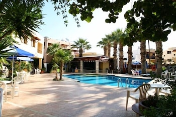라타니아 아파트먼트(Latania Apartments) Hotel Image 14 - Outdoor Pool