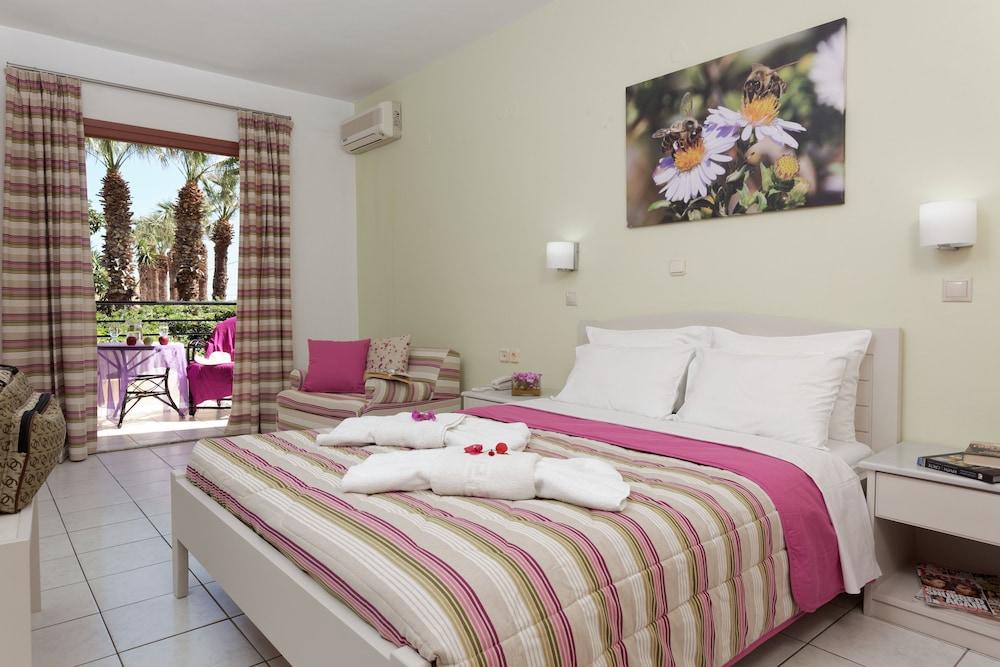 라타니아 아파트먼트(Latania Apartments) Hotel Image 3 - Guestroom