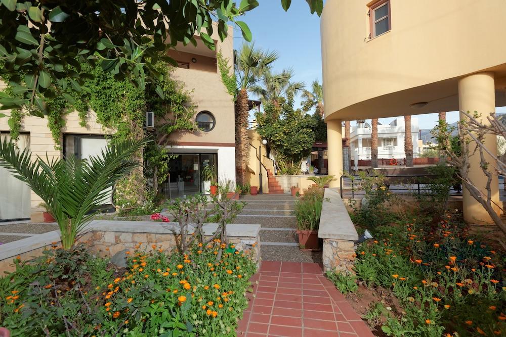 라타니아 아파트먼트(Latania Apartments) Hotel Image 28 - Garden