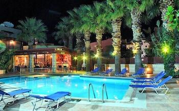 라타니아 아파트먼트(Latania Apartments) Hotel Image 17 - Outdoor Pool