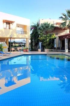 라타니아 아파트먼트(Latania Apartments) Hotel Image 32 - Outdoor Pool